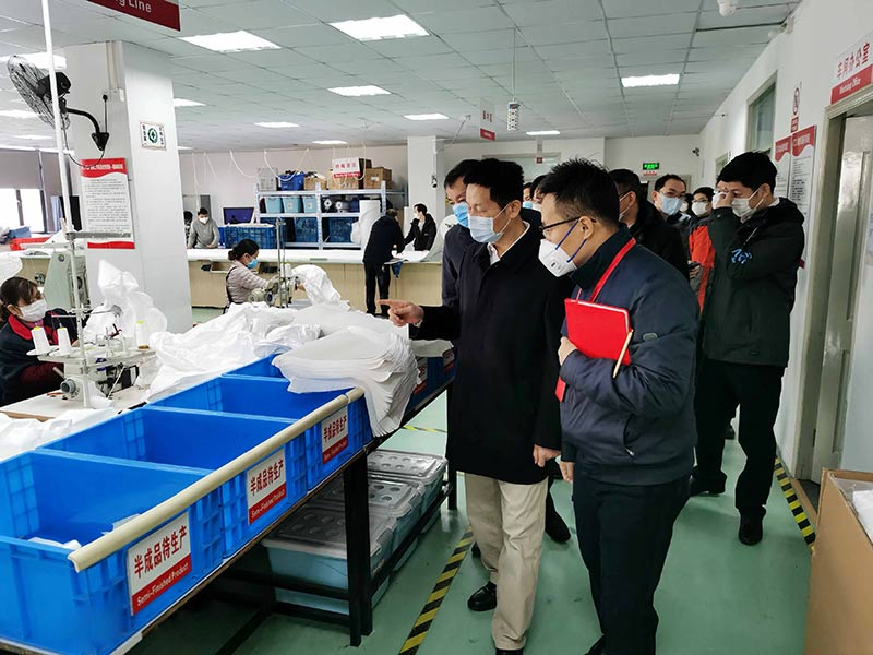 Wu Qing, Member of Standing Committee of CPC Municipal Committee and Vice Mayor of Shanghai, inspected and guided the production of C&G Protective Clothing